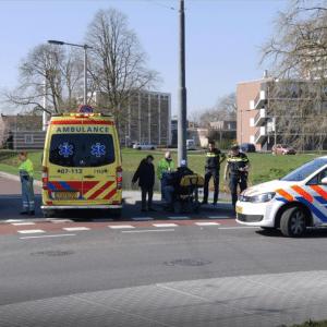 Bij een ongeval op de rotonde aan de Huissenseweg in maart 2017 raakte gelukkig niemand gewond. Foto: De Gelderlander © Mario - ViWa Media