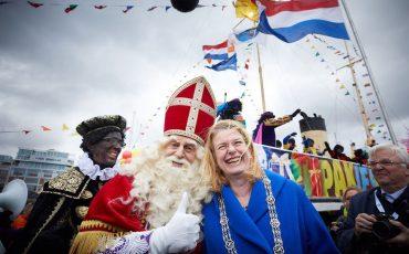 Sinterklaas en Pauline Krikke Foto Martijn Beekman