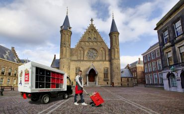 Boodschappen Picnic Den Haag, Binnenhof. Foto Facebook
