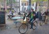 René Bom op houten fiets. Foto Facebook