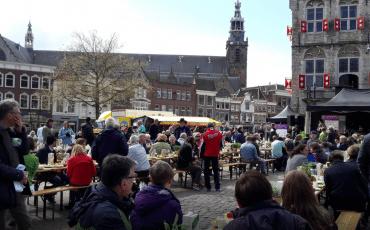 paasontbijt op de markt