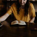 boek lezen café