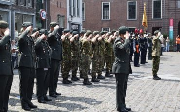 Militaire ceremonie beediging Kerkplein Koninklijke landmacht Woerden