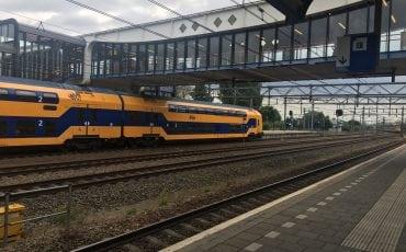 Station Woerden treinen treinstation