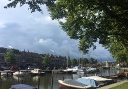 Dreigende lucht boven haven Woerden