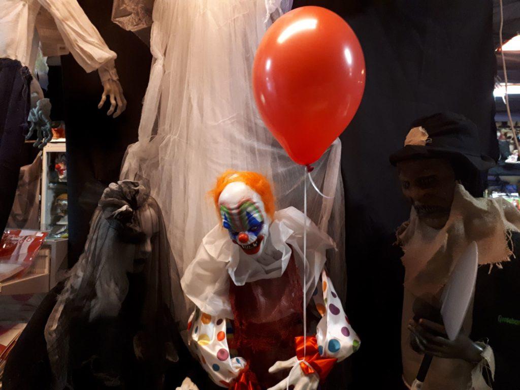 Met deze halloween decoratie versier je thuis in een horrorhuis